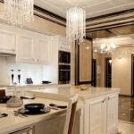большой неоклассический кухонный гарнитур