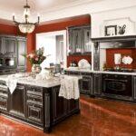 темный неоклассический кухонный гарнитур