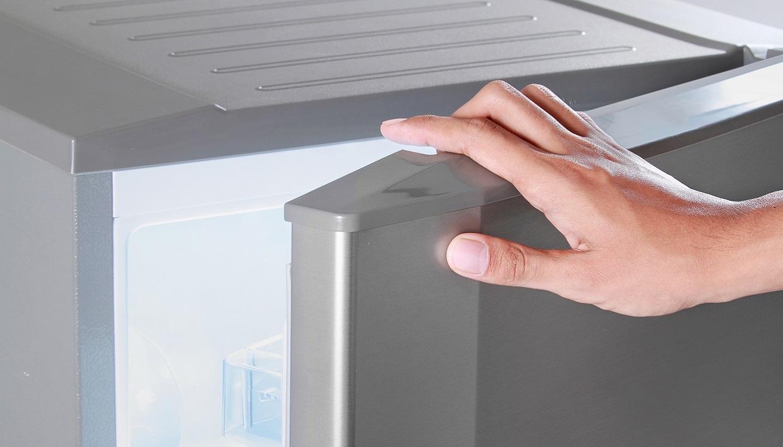 неплотно закрытый холодильник