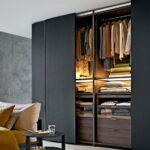 черный вмонтированный шкаф