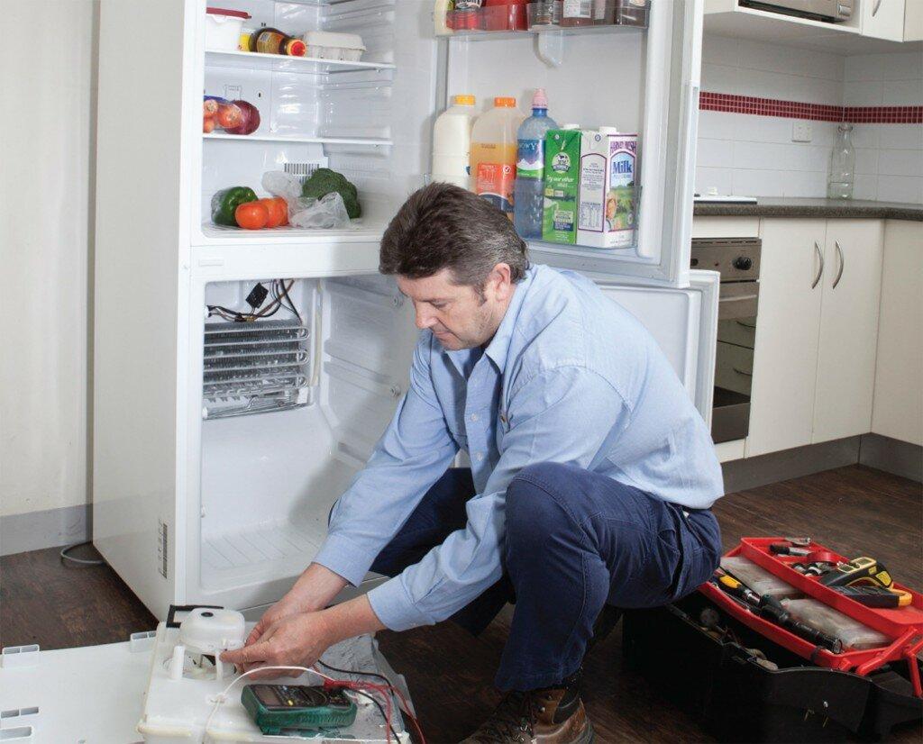 почему течет холодильник