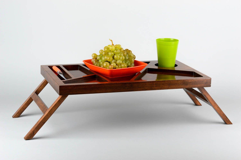 столик для завтрака на ножках