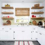 полки в кухне для декора