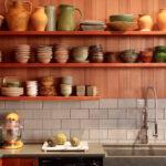 полки в кухне для посуды