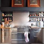 полки в кухне серая