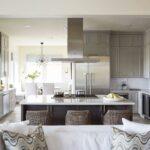 кухня островная с диваном