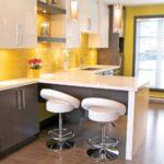 кухня с ьарными сиульями