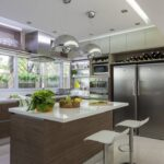 кухня с большим холодильником