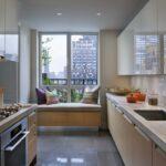 кухня линейная с диваном