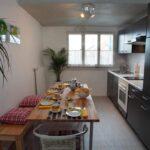 кухня с большим столом