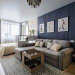 интерьер в хрущевке с серым диваном