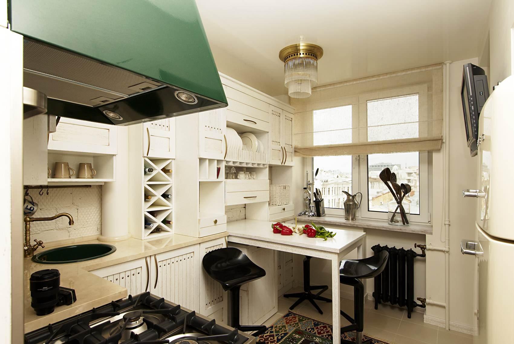 светлая мебель на маленькой кухне