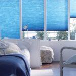 голубые жалюзи для спальни