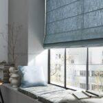 спущенные римские голубые шторы