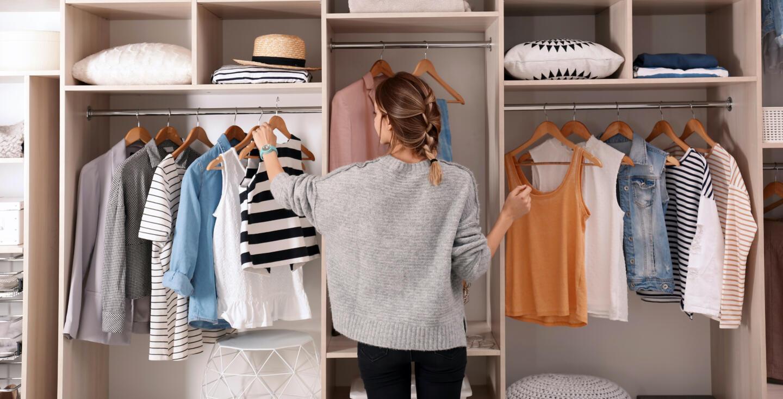 шкаф с одеждой фото