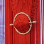 шторы красного цвета виды