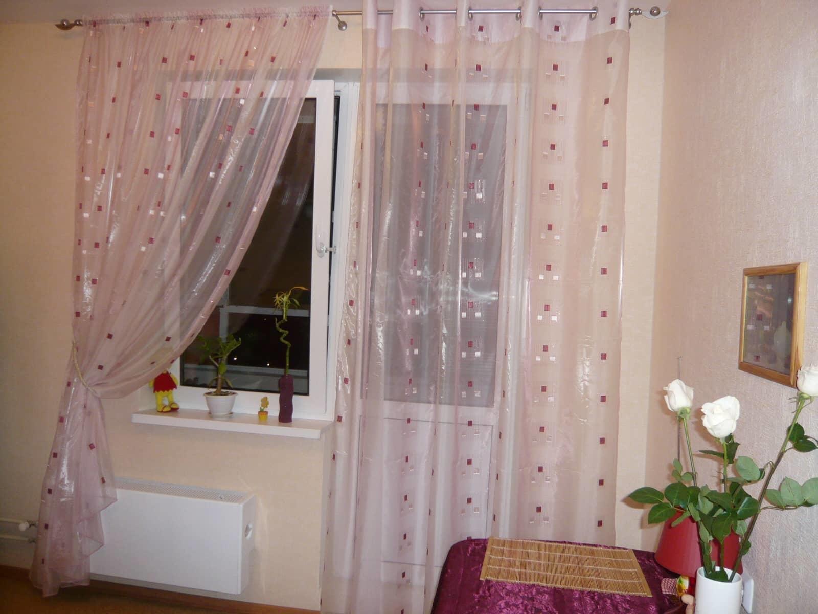 полупрозрачные шторы на кухню