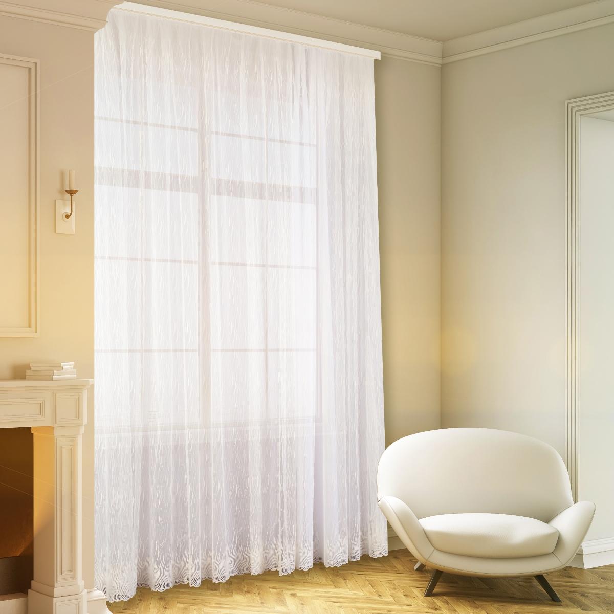 белоснежные шторы в гостиной