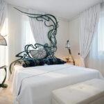 шторы модерн в спальне белые
