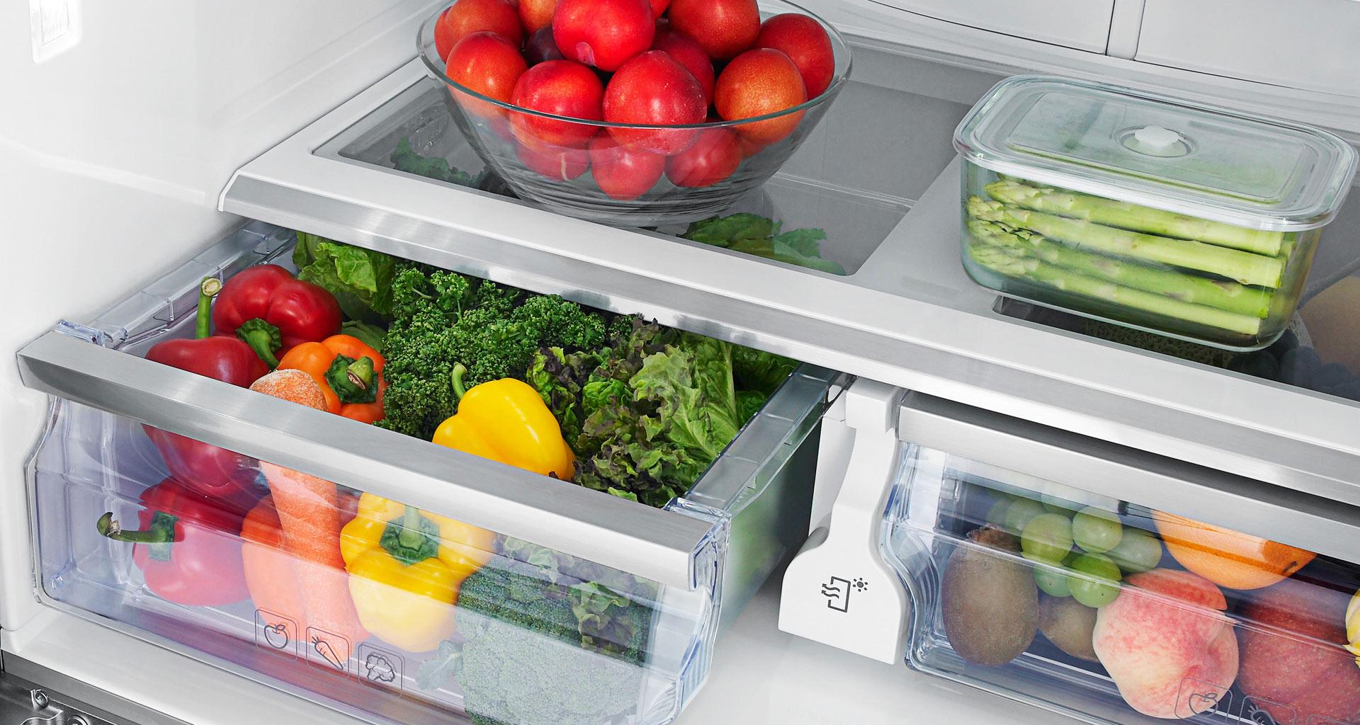 скопление воды под ящиками с фруктами