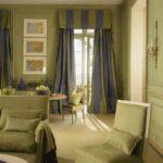 полосатые шторы в гостиной