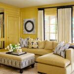 шторы в желтой гостинй