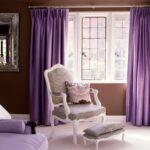 шторы фиолетовые с креслом