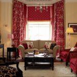 шторы красные в гостиной