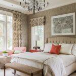 шторы с орнаментом в спальне