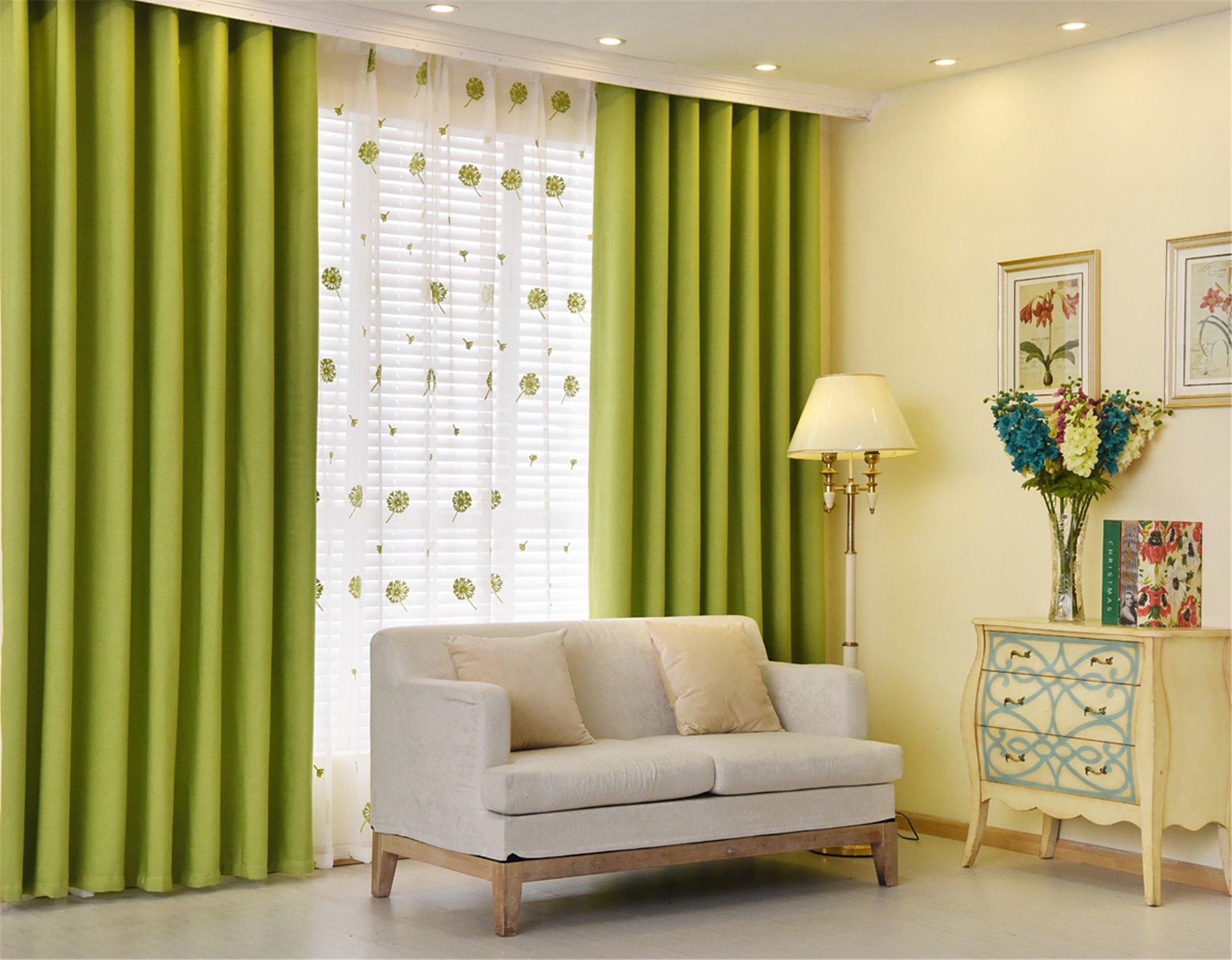 зеленые шторы в серой гамме