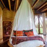 современная подвесная кровать декор