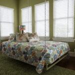 современная подвесная кровать декор фото