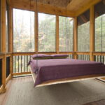 современная подвесная кровать декор идеи