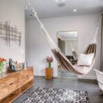 современная подвесная кровать интерьер