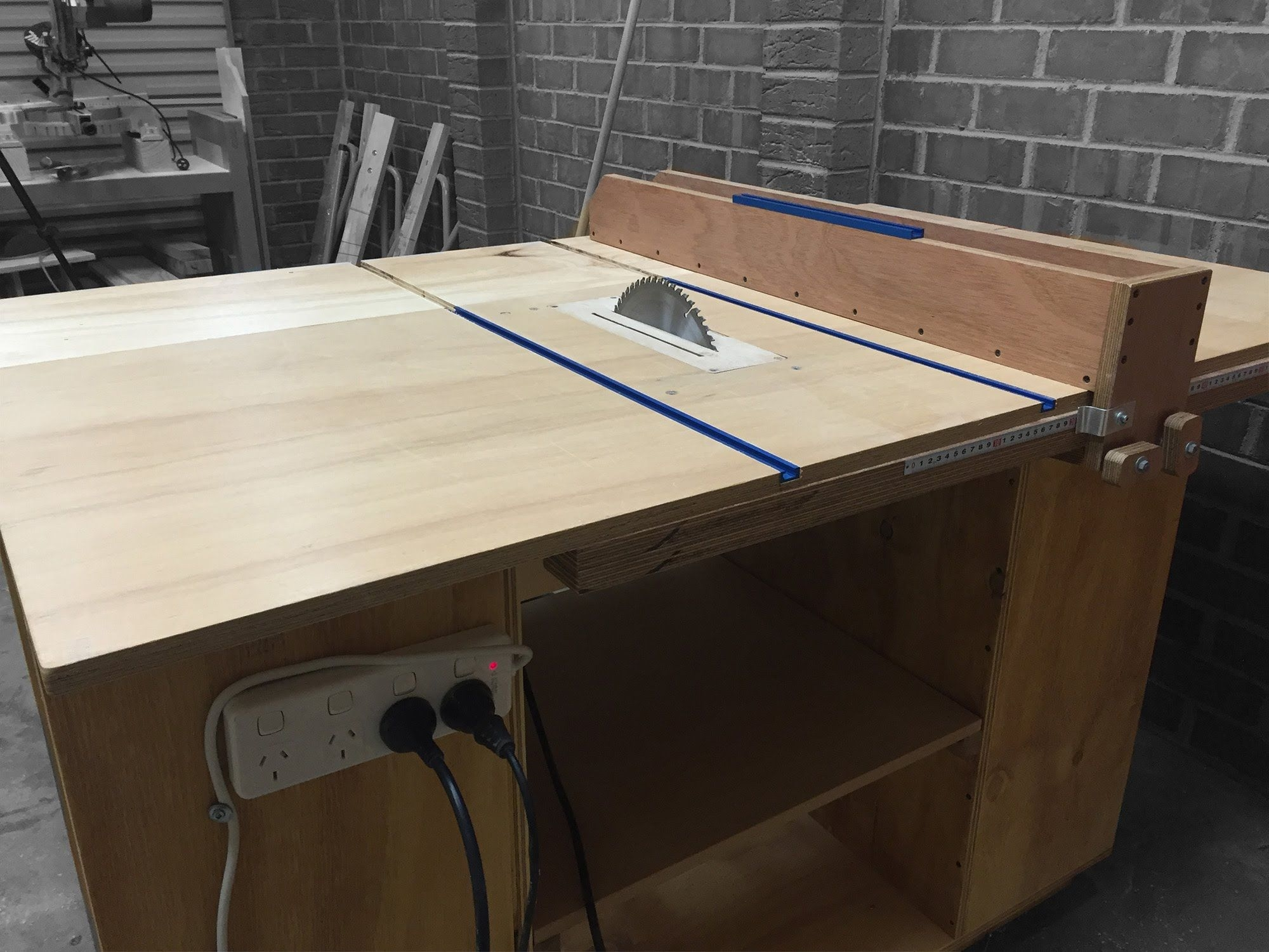 стол для дисковой пилы дизайн