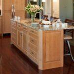 стол остров на кухне оформление фото
