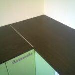 стык кухонной столешницы фото оформления