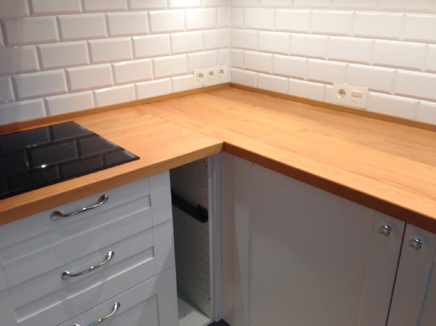 стык столешницы на кухне фото