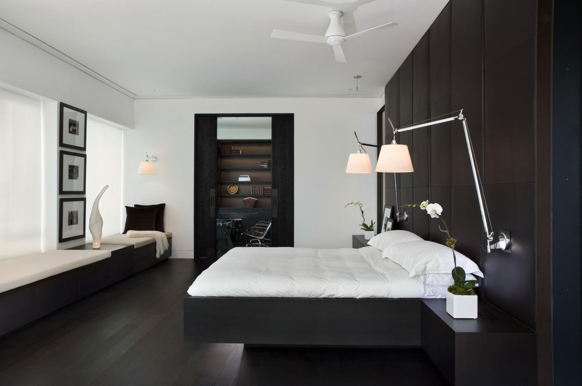 темная мебель в светлой комнате дизайн