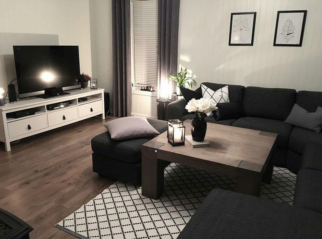 темная мебель в светлой комнате фото