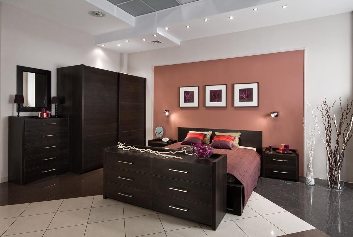 темная мебель в светлой комнате идеи фото