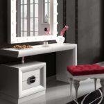 туалетный столик с красным пуфом