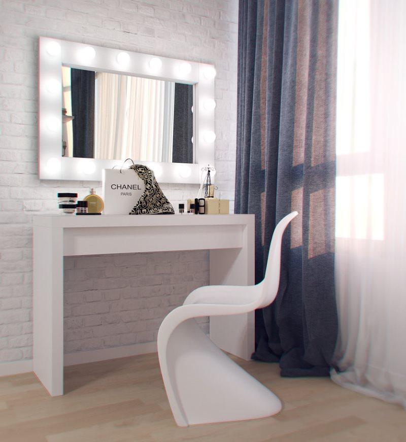 столик для макияжа с зеркалом с подсветкой