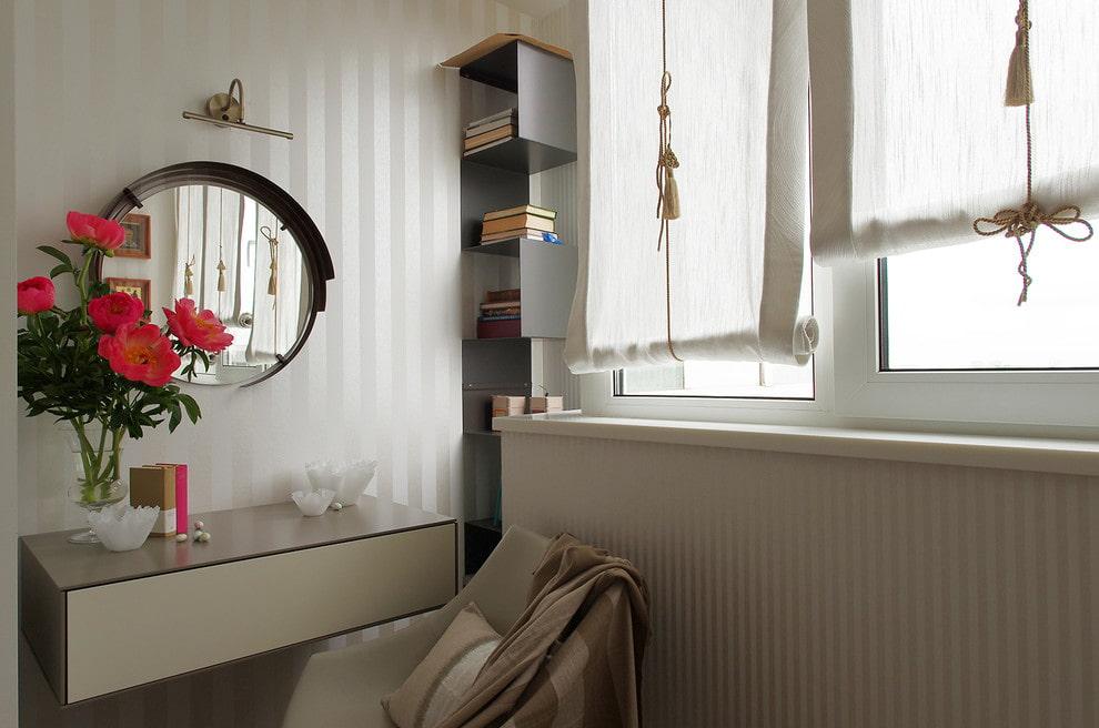 столик для макияжа с зеркалом фото оформление
