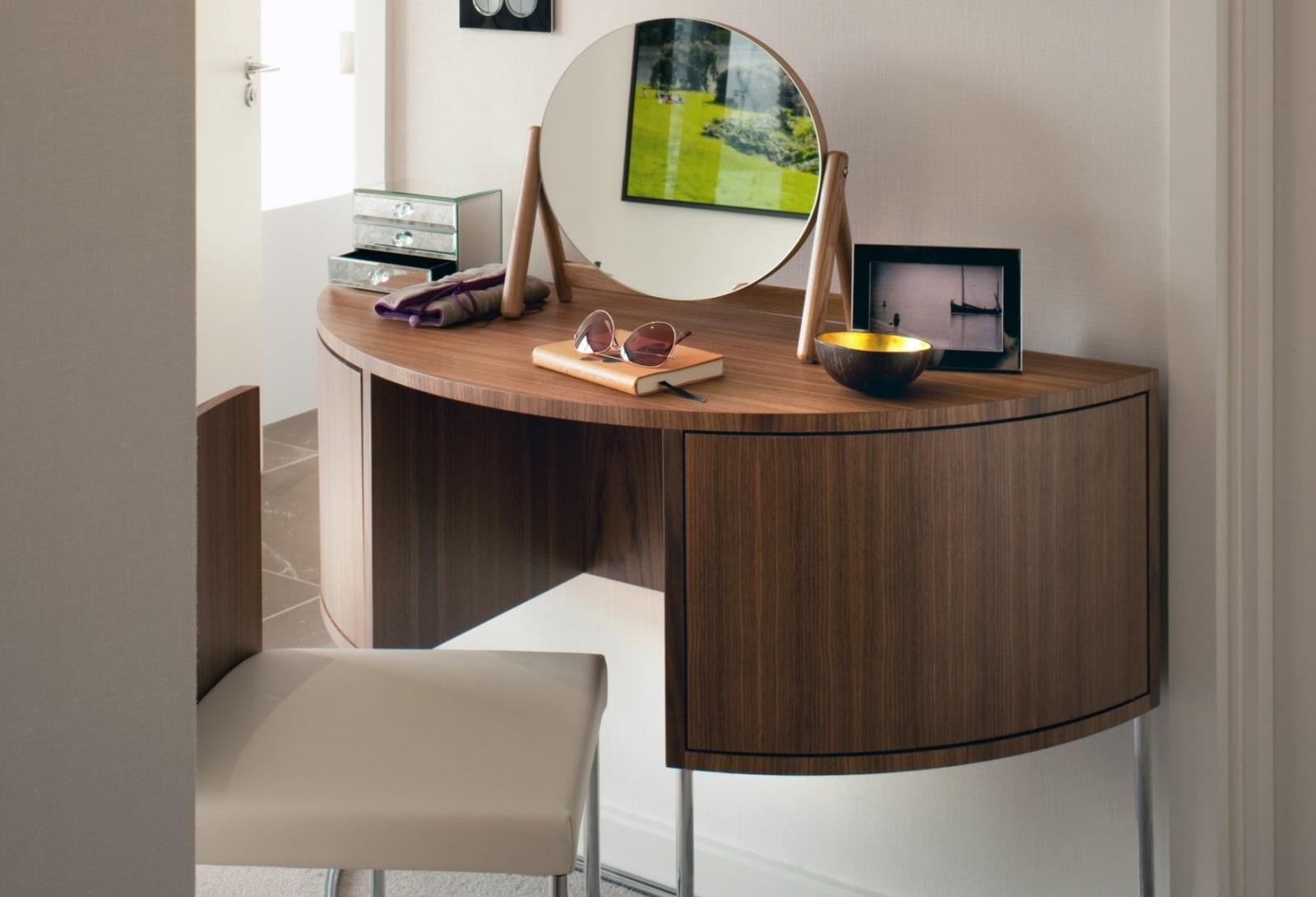 столик для макияжа с зеркалом фото варианты
