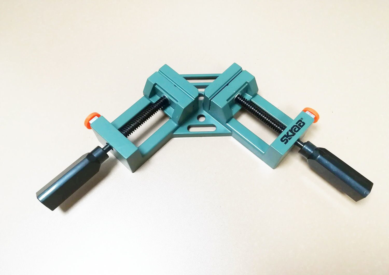 угловая струбцина для мебели фото дизайна