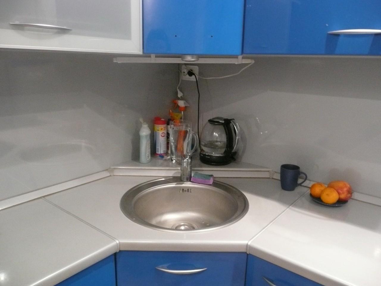 Картинки угловой мойки в кухне