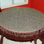 стол с бахрамой