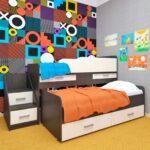 выдвижная кровать с красивой стеной