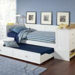 выдвижная кровать полосатая